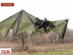 Дончанин изобрёл огромные невиданные крылья и взлетел (ВИДЕО)