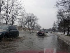 После снежных заносов в Мариуполе началось наводнение (ФОТО)