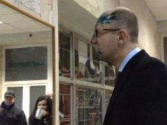 Душ из зелёнки: Яценюк после посещения Тимошенко превратился в Шрека (ФОТО + ВИДЕО)