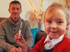 Пятилетняя девочка спасла жизнь отцу, сделав ему укол