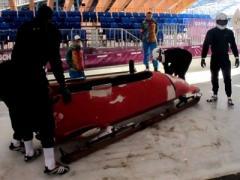 Жуткое ДТП на олимпийской трассе: боб сбил человека