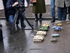 Трусливых украинских чиновников штурмовала тяжёлая военная техника и авиация (ВИДЕО)