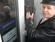 Возмущённые вкладчики пошли на штурм банка (ФОТО)