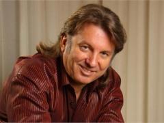Известный певец возмущён погромами в Киеве во время Олимпиады