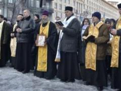 """""""Беркут"""" отступил с Михайловской улицы после разговора со священниками"""