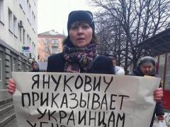 В Донбассе прохожие напали на участников митинга