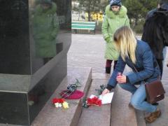В Донбассе люди плакали на митинге-реквиеме по погибшим (ФОТО)