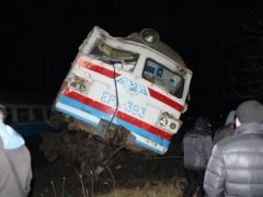 Под Киевом электричка порвала на куски военный грузовик (ВИДЕО)