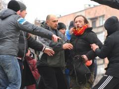 На Антимайдане в Мариуполе пострадали националист и журналист (ФОТО)