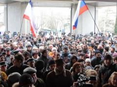 Во дворе Верховной Рады Крыма горят костры (ВИДЕО)