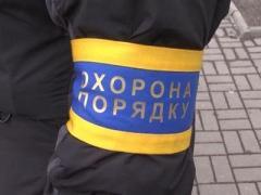 Донецк вышли охранять сотни человек