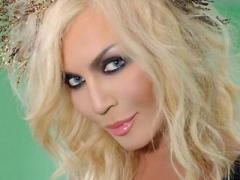 Ирина Билык поделилась секретом масленичных блинов с поцелуем (ФОТО)