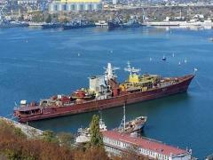 Российские военные затопили собственный корабль, чтобы не пустить в море украинцев