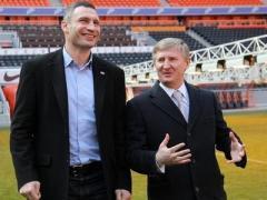 По-спортивному: Кличко и Ахметов говорили о судьбе Донбасса на стадионе