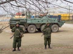 Солдаты РФ стреляют из автоматов и штурмуют несколько военных частей Украины