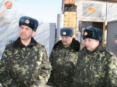 По уставу: караул донбасской авиачасти не будет ждать приказов на открытие огня (ФОТО)
