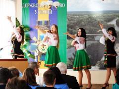 В Донбассе танцами, песнями и научными спорами чествовали основу жизни (ФОТО)