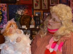 Любовь Касьяник шьёт кукол Удачи и надеется, что жизнь наладится