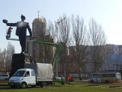 Символу Донецка устроили душ