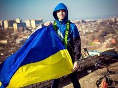 """Под крик """"Слава Украине!"""" парень прыгнул с 16-го этажа (ВИДЕО)"""