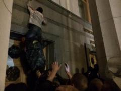 """""""Правый сектор"""" после штурма выступил против захвата Верховной Рады"""