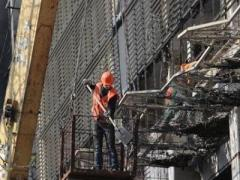 Киевская весна: коммунальщики и строители восстанавливают город после революции (ВИДЕО)