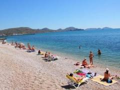 Россия заманивает в Крым туристов: можно купаться в фонтане пьяными и кричать