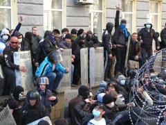 Донецкая ОГА остаётся под контролем митингующих, ночью к ним приходил Ахметов (ВИДЕО)