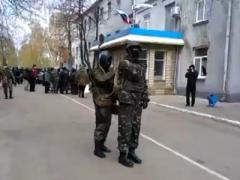 """Подробности захвата милиции в Славянске: мэр утверждает, что это """"донбасские ребята"""" (ВИДЕО)"""