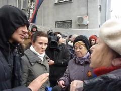 В Славянске люди у баррикад шокировали польских журналистов (ВИДЕО)