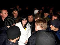 Помитинговав в кромешной тьме, торезские протестующие разошлись