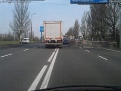 На дорогах - пробки: трассы Донецка перекрывают бетонные блокпосты (ВИДЕО)