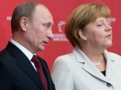 """Меркель просит Путина обратиться к украинским """"федералистам"""" с требованием сложить оружие"""