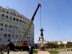 В Севастополе снесли памятник гетману Сагайдачному (ВИДЕО)