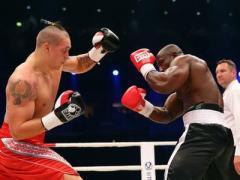 Усик одержал третью победу на профессиональном ринге (ВИДЕО)