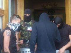 Вооружённые люди не пускают сотрудников Донецкой телерадиокомпании на работу