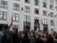 Онлайн-трансляция: в Луганске штурмом захватили здание облгосадминистрации (ВИДЕО)