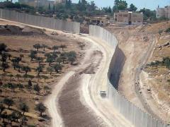 Коломойский предложил возвести заградительную стену на границе с Россией