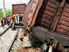 Из-за подрыва железнодорожный путей поезда в Донбассе идут в обход (ВИДЕО)