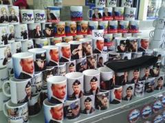 В России царит культ Путина - футболки, ковры, тату, портреты
