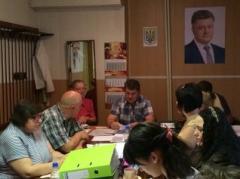 В списке кандидатов в мэры Мариуполя два пенсионера, один из которых Виктор Федорович