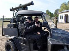 Аваков показал новое вооружение и передал привет русским танкам
