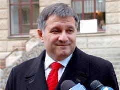 Аваков судится за право работать и выступать публично на русском языке