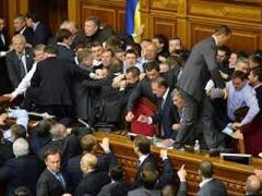 Телеканал показал самые яркие драки депутатов всего мира (ВИДЕО)