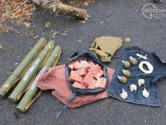 Под Волновахой СБУ обнаружила тайник с оружием и взрывчаткой