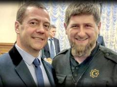 """Кадыров спустя месяц поздравил Медведева с высокой наградой """"из рук Путина"""""""