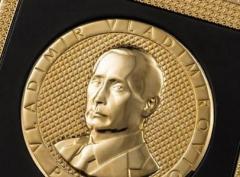 "В Москве продают ""путифон"" -  iPhone 6s с изображением Путина"