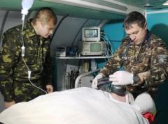 """Волонтеры рассказали, как эвакуируют """"300-х""""в зоне АТО (ВИДЕО)"""