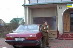 91-летний ветеран подарил свой автомобиль военным медикам (ВИДЕО)