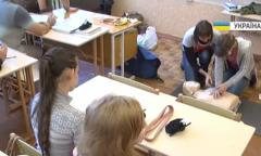 Как волонтеры обучают жителей Авдеевки  тактической медицине. ВИДЕО